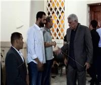 فيديو| أحمد مرتضى منصور وحسن شحاتة في عزاء والد «ميدو»