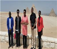 صور| قرينة رئيس بوروندي تنبهر بالأهرامات.. وتسأل عن «السر»