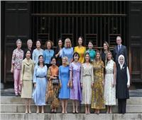 زوجات قادة مجموعة العشرين يزرن معبدًا في أوساكا بأول أيام القمة
