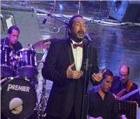 علي الحجار يُشعل «الجامعة الأمريكية» بالأغاني الوطنية