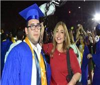 ليلى علوي تحتفل بتخرج ابنها «خالد» على طريقتها الخاصة