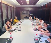 السياحة تبحث تنفيذ برامج تدريبية مع أكبر مدرسة فندقة في الصين