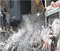 فيديو| لحظة استخراج جثامين الأشقاء الثلاثة ضحايا عقار إمبابة المنهار