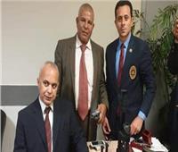 ضبط مناظير بنادق ونظارات ميدان مع راكب أمريكي في مطار القاهرة