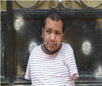 حكايات| بطل بلا ذراعين وساقين.. «رضا» طالب الإعلام الذي هزم الدنيا بـ«فمه»