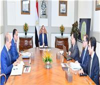 السيسي يبحث مع «مدبولي» ووزير المالية مستهدفات الموازنة الجديدة