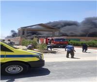 الأدلة الجنائية تفحص حريق مصنع بلاستيك بمدينة 6 أكتوبر