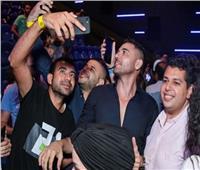 أحمد عز يحتفل بنجاح فيلم الممر مع جمهور دبي