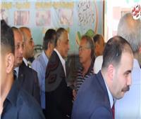 فيديو| رؤساء البنوك يشاركون في جنازة شقيقة طارق عامر