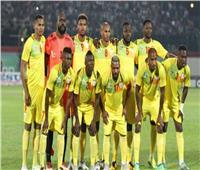 لاعبو منتخب بنين يتفقدون أرضية ملعب السلام قبل مواجهة المغرب