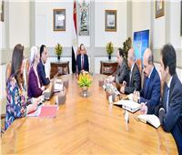 الرئيس السيسي يلتقي مع مدبولي ووزيري البيئة والنقل
