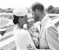«عرابون غامضون».. هاري وميجان يغضبان البريطانيين في تعميد طفلهما