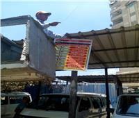 رئيس مدينة قويسنا يتابع لصق «استيكرات» بتعريفة ركوب الميكرباص