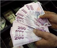 الليرة التركية تتراجع وسط مخاوف من عقوبات أمريكية وأوروبية