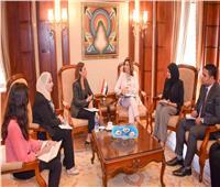 الهجرة تبحث الاستعدادات لمؤتمر «مصر تستطيع بالاستثمار والتنمية»