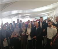 صور|هدايا تذكارية من مطار القاهرة لأطباء التأمين الصحي قبل سفرهم لندن