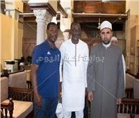 تعرف على حقيقة إشهار «كودجا» إسلامه في الجامع الأزهر
