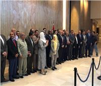 برلمانيو ليبيا يلتقطون صورًا تذكرية قبل إعلان مخرجات لقاء القاهرة