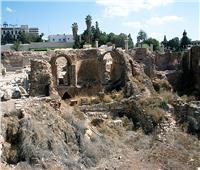 سر أسطورة «الإسكندر الأكبر» وأريكته في «كوم الدكه»