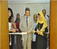 صور| افتتاح الملتقى التشكيلي الثالث لأعضاء هيئة التدريس بـ«تربية فنية المنيا»