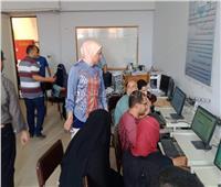 أوائل الثانوية بـ «أبو حمص» يسجلون رغبات التنسيق بمقاهي الانترنت