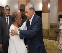 محافظ قنا يقدم واجب العزاء لأسرة ضابط بالقوات المسلحة