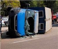 إصابة ضابط وسائق في انقلاب سيارة شرطة ببني سويف