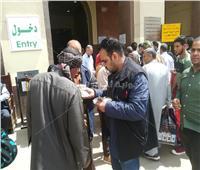 صور| زحام بمحطة مصر لحجز تذاكر عيد الأضحى.. «4 تذاكر لكل بطاقة»