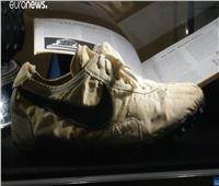 شاهد   «حذاء القمر» بـ435 ألف دولار.. ويحقق رقما قياسيا