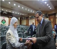 وزير القوى العاملة يسلم 42 تأشيرة حج للعاملين بالوزارة والمديريات بالمحافظات
