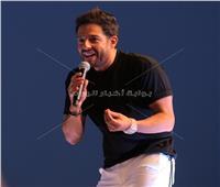 صور| حماقي يُشعل أولى حفلاته لصيف ٢٠١٩ بـ«الساحل» وسط حضور «كامل العدد»