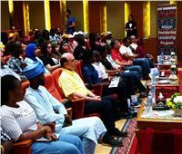 وفد البرنامج الرئاسي للشباب الأفارقة يفاجئ «مميش» ويحتفل بعيد ميلاده