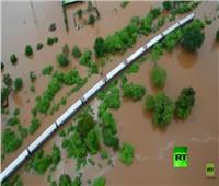 فيديو| إخلاء 700 راكب من قطار أغرقته الفيضانات بالهند