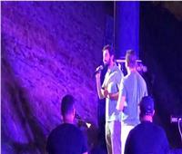 جمهور «تامر عاشور» يحتفي بـ«حازم إيهاب» ويغنيمعه في الإسكندرية