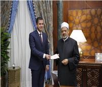 شيخ الأزهر يتبرع بنصف مليون جنيه لـ«تحيا مصر»