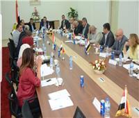 مجلس أمناء القاهرة الجديدة يضع حلولاً خارج الصندوق لأزمات المدينة