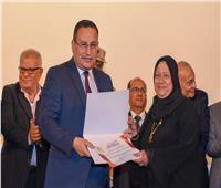 محافظ الإسكندرية يكرم أسر الشهداء وأوائل الثانوية العامة والقطاعات الخدمية