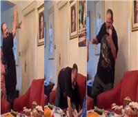 فيديو  بوصلة رقص.. خالد الصاوي يحتفل بعيد ميلاد شقيقته