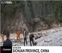 شاهد  أمطار غزيرة تتسبب في انهيارات أرضية وإجلاء السكان بالصين