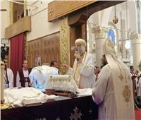 البابا تواضروس يهنىء كهنة كنيسة مارجرجسبذكرى القداس الأول