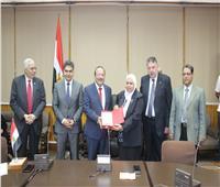 رئيس جامعة طنطا يكرم رؤساء أقسام كلية الطب