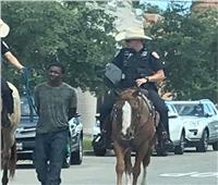 فيديو لرجل أسود مقيد بالحبال يُحرج الشرطة الأمريكية