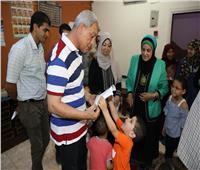 محافظ المنوفية يتفقد دور الأيتام ويوزع العيدية علي الأطفال بشبين الكوم