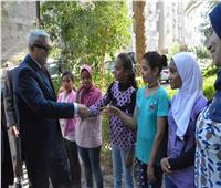 صور| محافـظ المنيا يهنئ أطفال مؤسستي البنين والبنات بعيد الأضحى