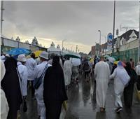 بعد الأمطار الرعدية.. رئيس بعثة «حج التضامن» يطمئن على الحجيج بمخيمات منى