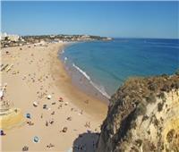إغلاق شاطئ برتغالي لرصد «بكتيريا القولون» في المياه