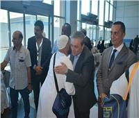 بالصور| رئيس ميناء القاهرة يستقبل الحجاج بالأحضان