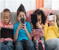 دراسة تحذر من قضاء الأطفال أكثر من ساعتين أمام الشاشات الإلكترونية