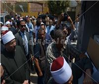صور| وزير الأوقاف يبدأ توزيع لحوم صحوك الأضاحي من القاهرة