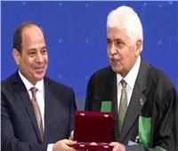 كرمه السيسي في عيد العلم: د.شريف قنديل مؤسس أول قسم لعلوم المواد بالجامعات